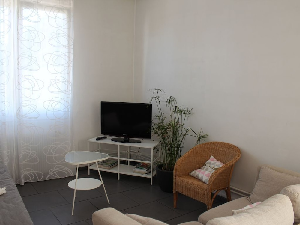 Living Room, 2 Bedroom Apartment 66m2