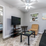 Las Olas 2 Bedroom Apartment Suite 1: Walking to Beach, Dining and Nightlife!