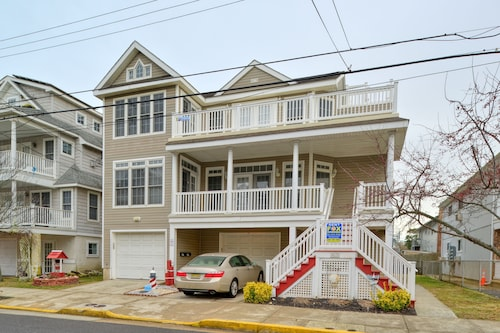 Beachblock Beauty! Beach & Boards Only Steps! Bright, Huge Condo, Views Galore