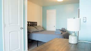 4 bedrooms, WiFi, linens, wheelchair access