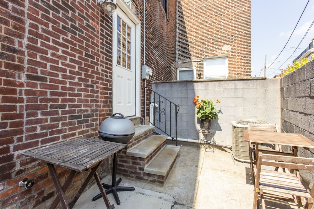Balcony, South Philly Dream Home - Live Like a Local