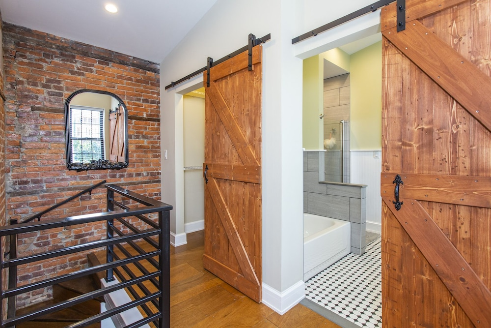 Bathroom, South Philly Dream Home - Live Like a Local