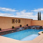 Pool/spa-15 min From & Strip. Smart TVs Close to Shopping ? Freeway, Costco
