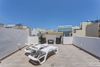Cosy 1BR Penthouse With Terrace, Great Location