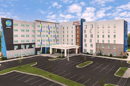 Hampton Inn & Suites Charlotte Airport Lake Pointe