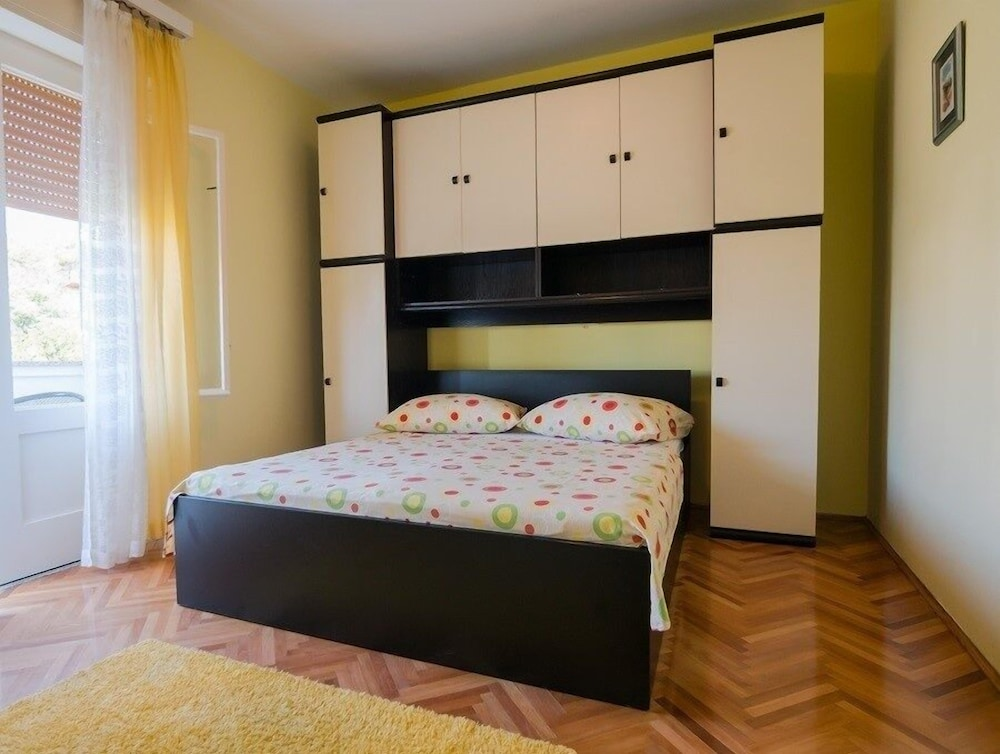 Apartments Padovan A1 One Bedroom Apts In Rab Hotel Rates Reviews On Orbitz