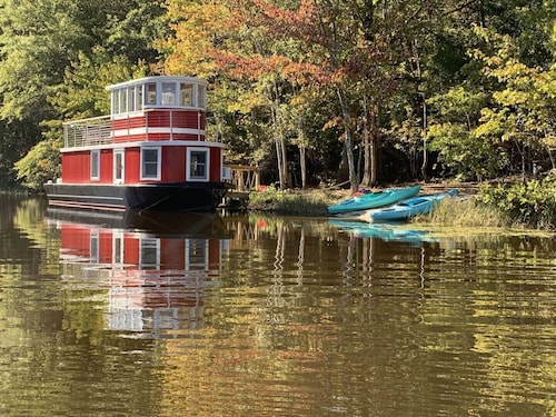 LUX Tugboat on Private Lake - 142 Wooded Acres, 5+ Miles Hiking/biking Trails