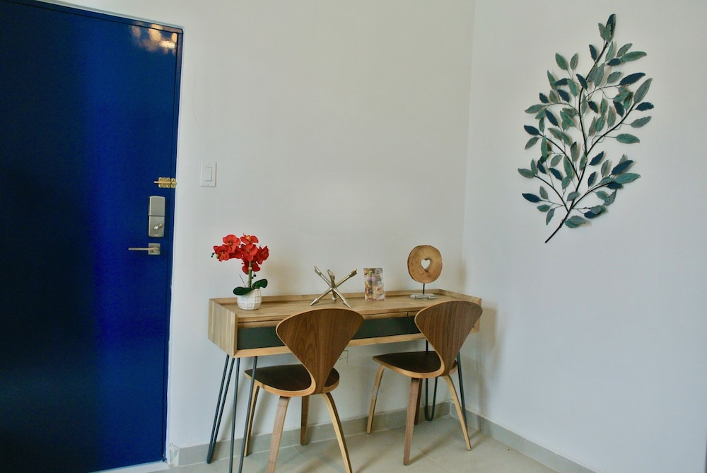 In-Room Dining, La Mona Loiza