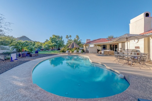 Luxury Paradise Valley Oasis+mountain Views+pool+putt Putt+outdoor Games & More