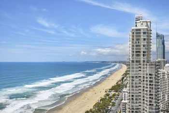 Oceanfront in Surfers Paradise Retreat