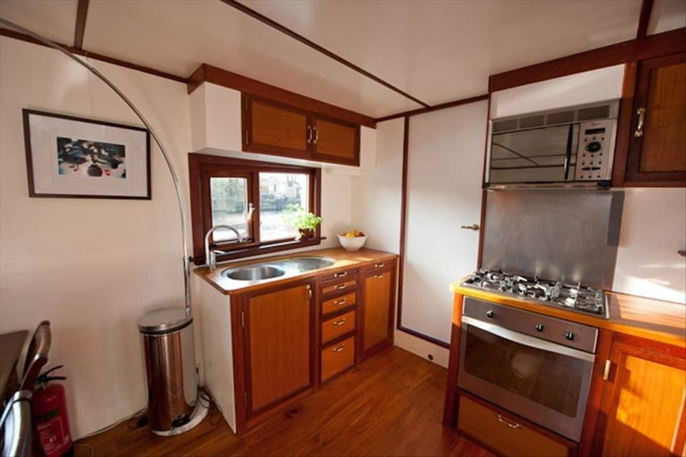 Private Kitchen, Houseboat Amsterdam City Center