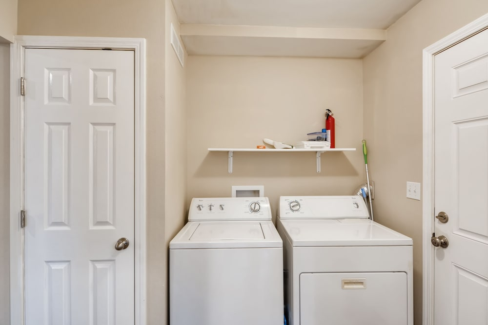 Laundry, Private Beautiful 2 Bedroom Units w/ Fast Free Wifi