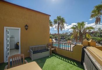 Oasis Royal  14  pool view apartment