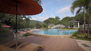2 outdoor pools, open 9:00 AM to 6:00 PM, cabanas (surcharge)