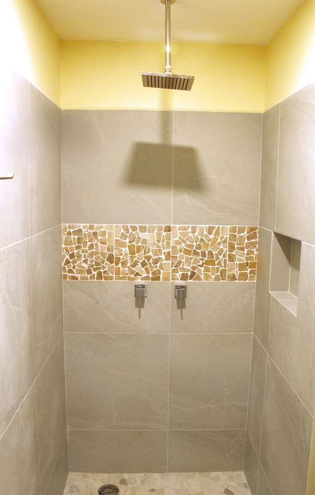 Bathroom Shower, Madre Tierra Apartments