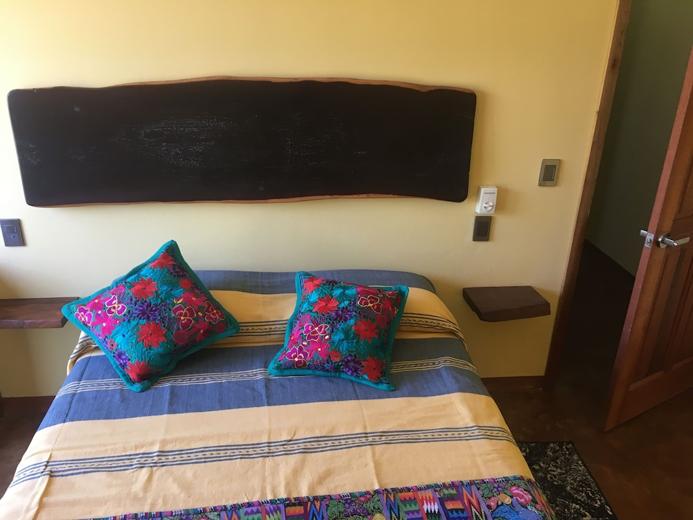 Room, Madre Tierra Apartments