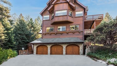 New Listing! Custom Miracle Mountain Lodge W/ Ac 5 Bedroom Home