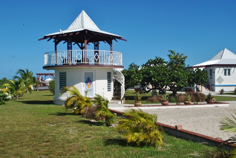 Gazebo, Four Diamonds Park Villas