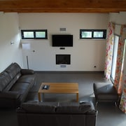 Estombar Villa, Sleeps 6 With Pool, Air Con and Wifi