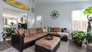 Oceanside Jungalow w/ Pvt. Hot Tub, 5 min to Beach and Updated Kitchen!