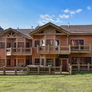 7 Springs - Luxury Southwind Townhome Ski-in Ski off the Back Deck!
