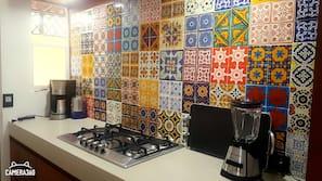 Fridge, stovetop, coffee/tea maker, blender