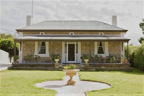 Quiet Romantic Stone Cottage in Angaston, Barossa Valley. Complementary wine.