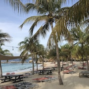 Blue Bay Beach - Beach, Golf, Dive & Relax