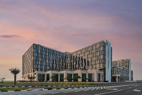 Holiday Inn Dubai Al-Maktoum Airport