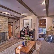 Cozy, Pet-friendly Mtn Cabin ~1 Mi to Lake Gregory