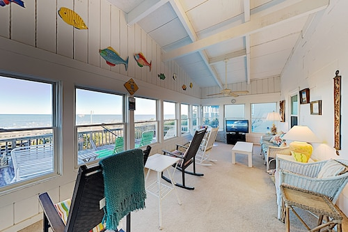 New Listing! The Keyhole: Spacious Beachfront 6 Bedroom Home