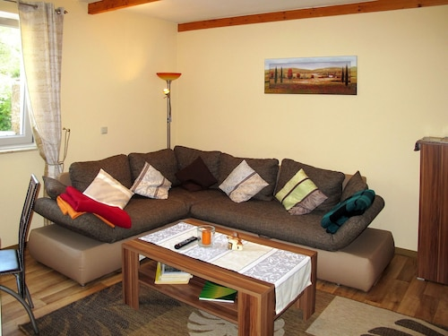 Lovely Apartment for 4 Guests With TV, Balcony and Parking
