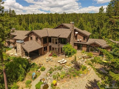 Elk Ridge Estate, Sleeps 24. With 500 Acres Of Private Forest To Explore