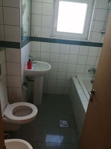 Bathroom, We Have Shared Dormitory in Very Cheap Price.cleaning Free. Very Close to Metro Station. Friendly Guest n Host