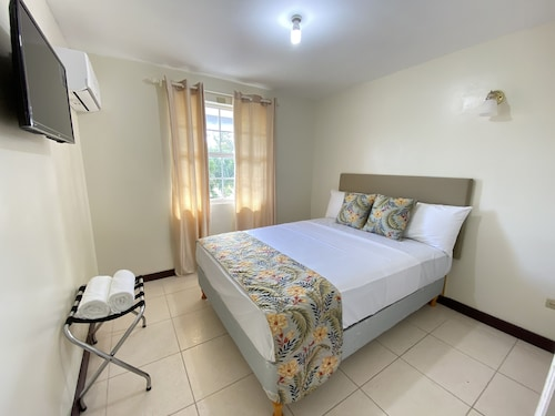 Best Value 2 Bedroom Modern Condo Close to Beaches and Miami Beach Christ Church