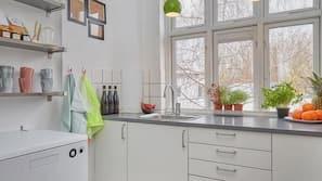 Køleskab, mikrobølgeovn, ovn, kaffe-/temaskine