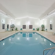 Great for Business Travelers! Free Breakfast, Pool & Hot Tub Access!