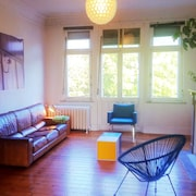 Bright and Huge, Trendy and Arty, Quiet and Charming Appartment, Viewing the Parc