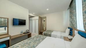 Premium bedding, down comforters, minibar, free WiFi