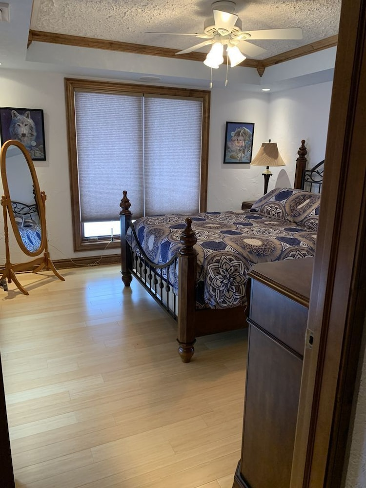Room, Beautiful Lake View Property Nestled in the Pines 79 Miles North of Pittsburgh