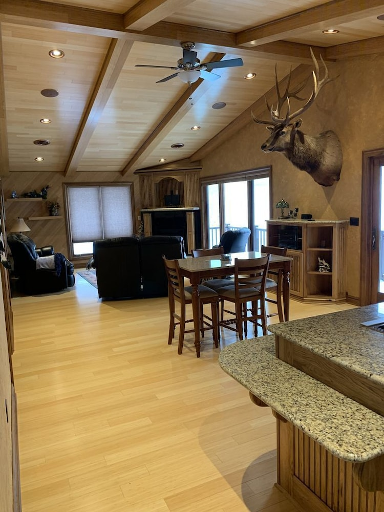 Private Kitchen, Beautiful Lake View Property Nestled in the Pines 79 Miles North of Pittsburgh