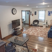 Trendy & Cozy Home 10 Min Ride to Downtown Hartford! 20% Monthly Discount