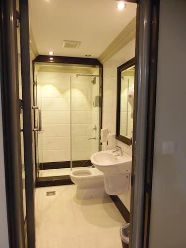 Bathroom, Sudir Palace Hotel Units