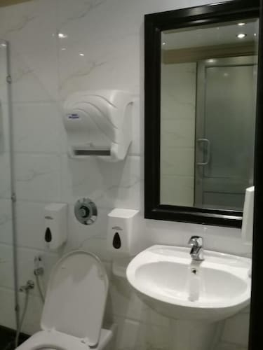 Bathroom Sink, Sudir Palace Hotel Units