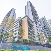 OYO Home 89725 Beautiful 3br Grand Medini