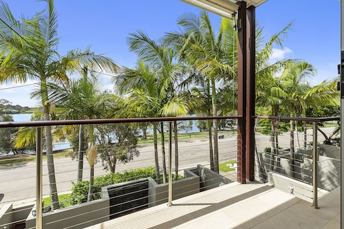 North Facing River Front Stunning Apartment - Unit 2, 9 Hilton Esplanade