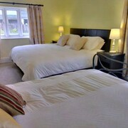 Cotswolds Valleys Accommodation-Med Hall