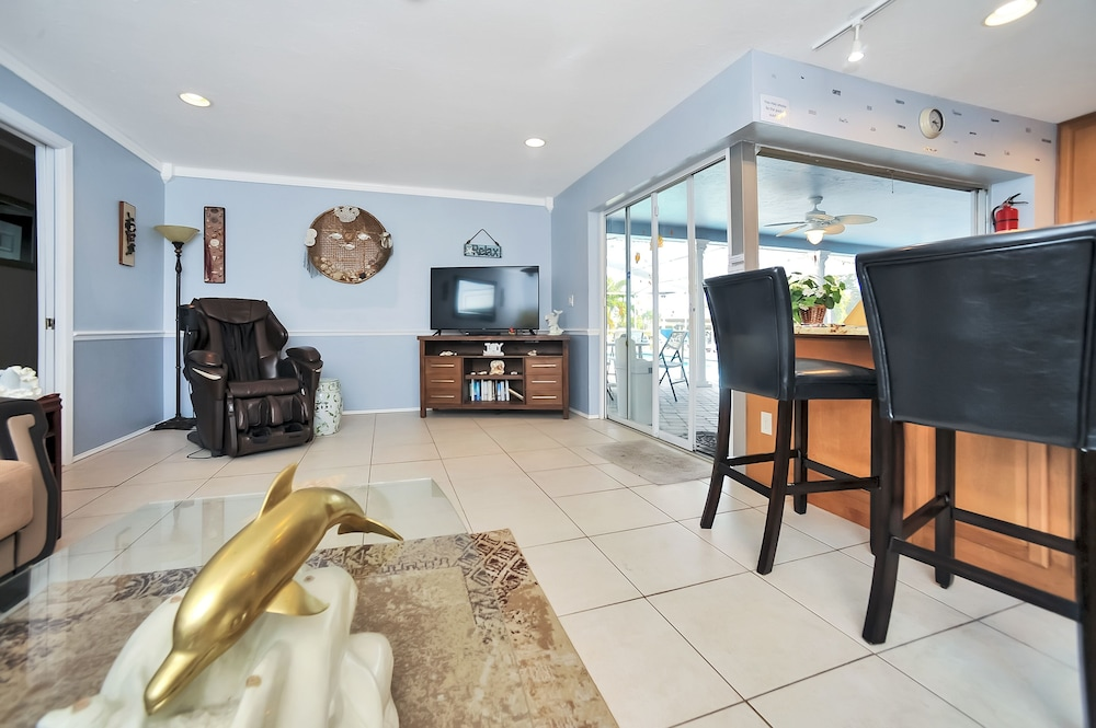 Living Room, Apollo Beach W/ Pool, Room To Entertain, Pet Friendly! 6 Bedroom Home