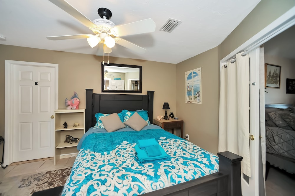Room, Apollo Beach W/ Pool, Room To Entertain, Pet Friendly! 6 Bedroom Home