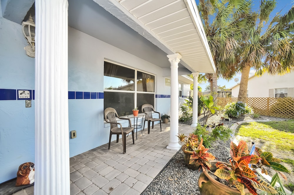 Balcony, Apollo Beach W/ Pool, Room To Entertain, Pet Friendly! 6 Bedroom Home